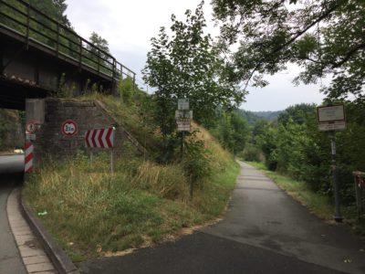 Der Leinpfad entlang der Lahn wird als Spazierweg genutzt. Hier kommt es zu Konflikten mit Radverkehr.