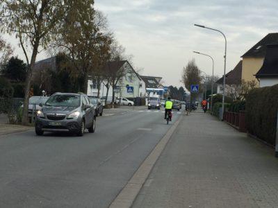 Gehwege für Gehende gibt es nur bei Fahrbahnen, die für Radfahrende sicher sind!