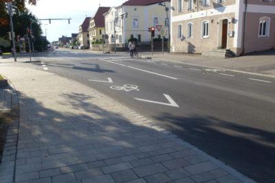 Gehwege für Gehende, Radfahren auf der Fahrbahn